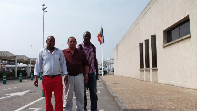 Tulio (Brasil), Luis (Colombia) y Bertín (Camerún)