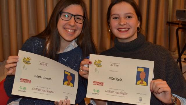 María y Pilar de Oviedo con su diploma del Foro