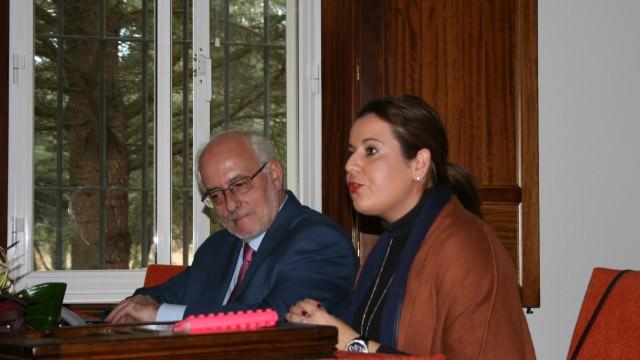 Noa Carballa, que presentó el Encuentro, junto a Benigno Blanco