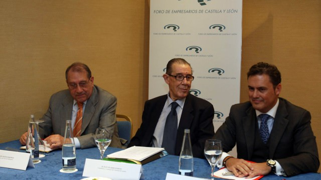 Con Juan Velarde Fuertes, Catedrático y Consejero del Tribunal de Cuentas