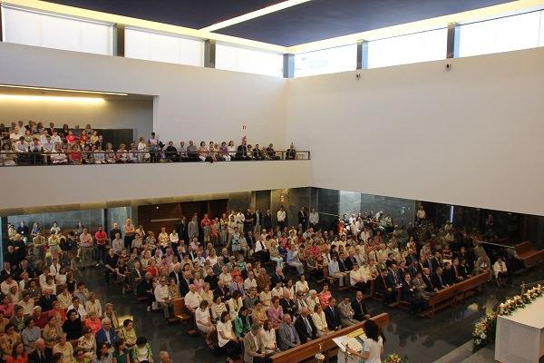 El templo, inaugurado el pasado 26 de junio, estaba lleno de feligreses que participaron con gran recogimiento en la ceremonia